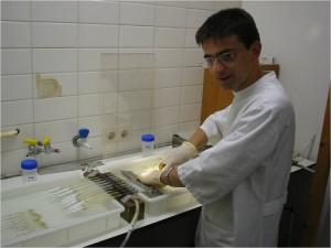 dispozitiv de testare a transportului fluid prin obturatia endodontica